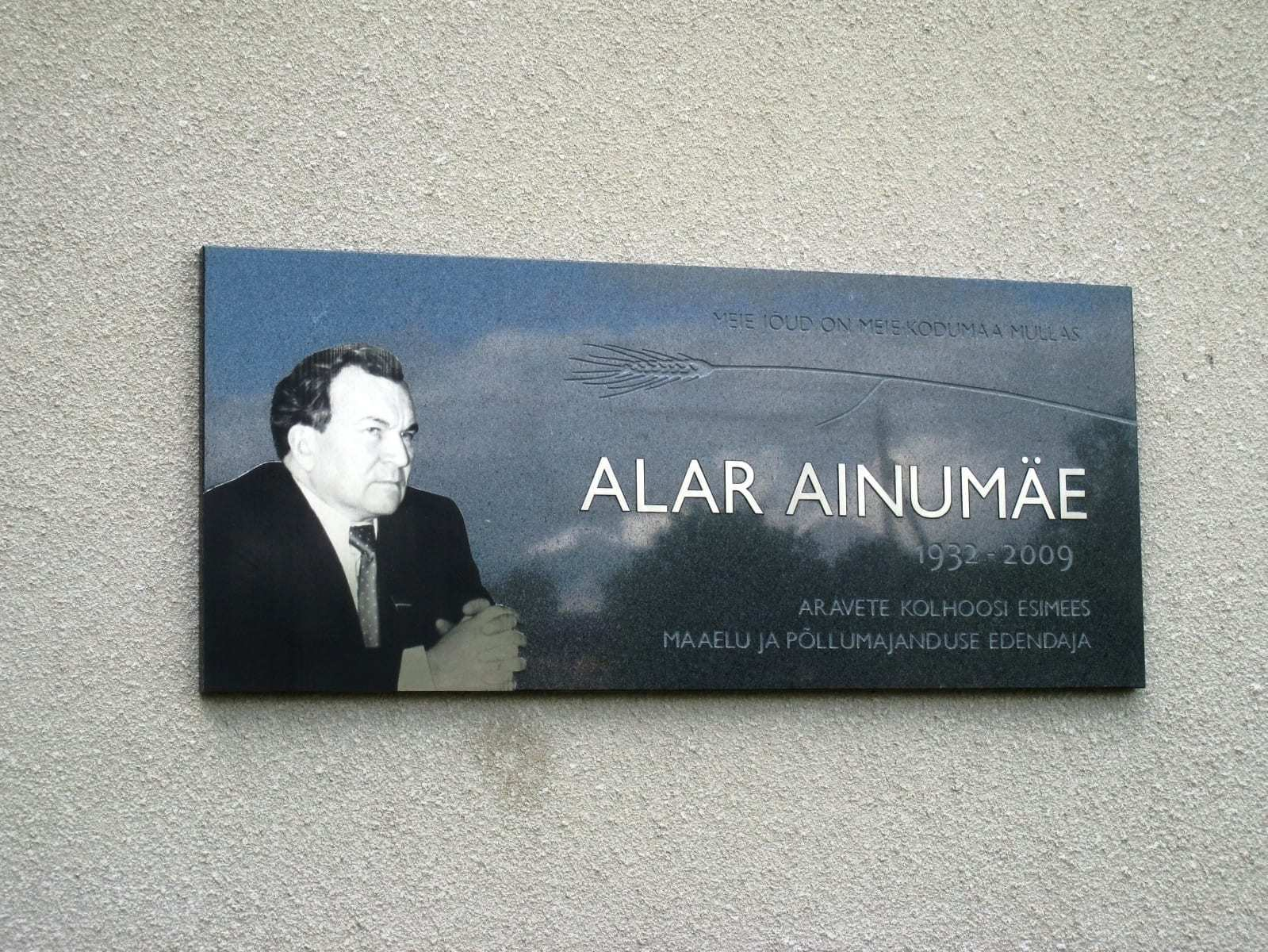 ALAR AINUMÄE MÄLESTUSTAHVEL 2015 graniit, lasergraveering roostevabal terasel 140 x 60 cm - Aravete, Eesti  <br/>A memorial tablet to ALAR AINUMÄE 2015 granite, lazer engraving on stainless steel 140 x 60 cm - Aravete, Estonia