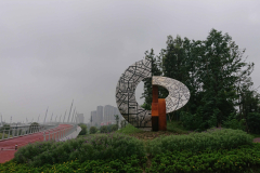 """CHENGDU-TALLINN"" 2019 roostevaba teras, metall, h=6 m Chengdu, Hiina<br/>""CHENGDU-TALLINN"" 2019 stainless steel,metal,  h=6 m Chengdu, China"